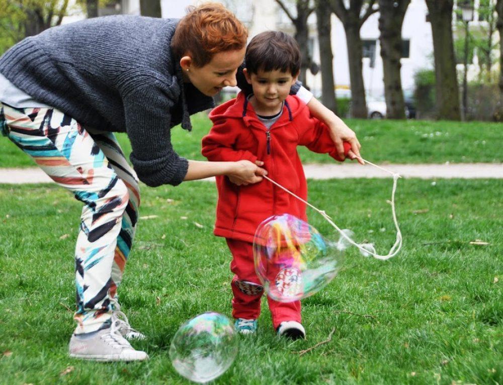 Letnie spotkanie w ogrodzie z atrakcyjnym programem dla dzieci